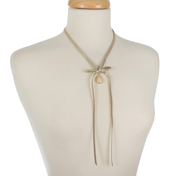 Faux LEATHER necklace featuring bow tie and natural stone details. (133070)