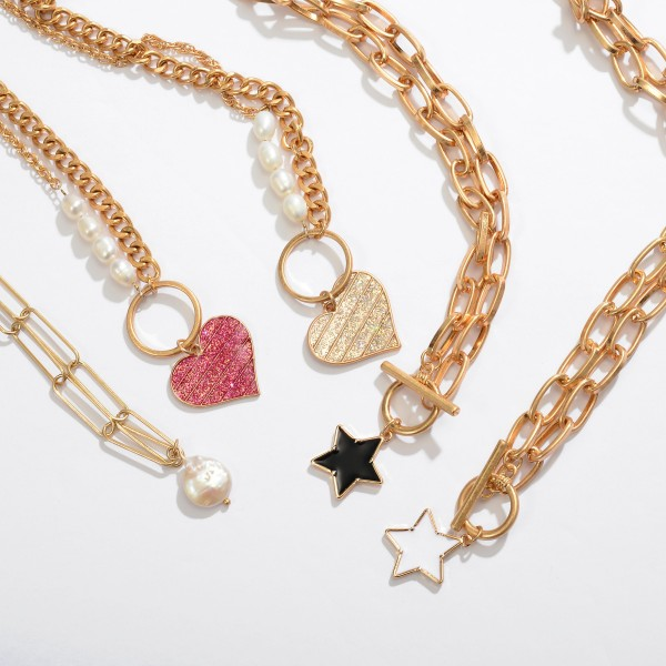 "Chain Link Toggle Bar Necklace in Gold Featuring Epoxy Star Pendant.  - Star Pendant .75"" - Approximately 16"" in Length"