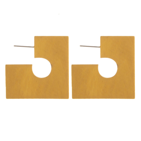 """Enjoy these gorgeous wood earrings. Approximate 1"""" in length."""