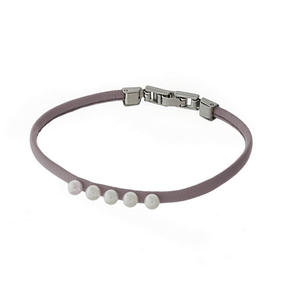Thin mauve faux leather bracelet with five pearl beads and a hook closure.