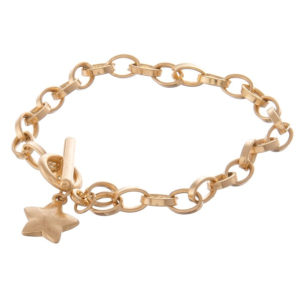 "Chain link star toggle bar bracelet.  - Toggle bar clasp - Approximately 3.5"" in diameter - Fits up to a 7"" wrist"