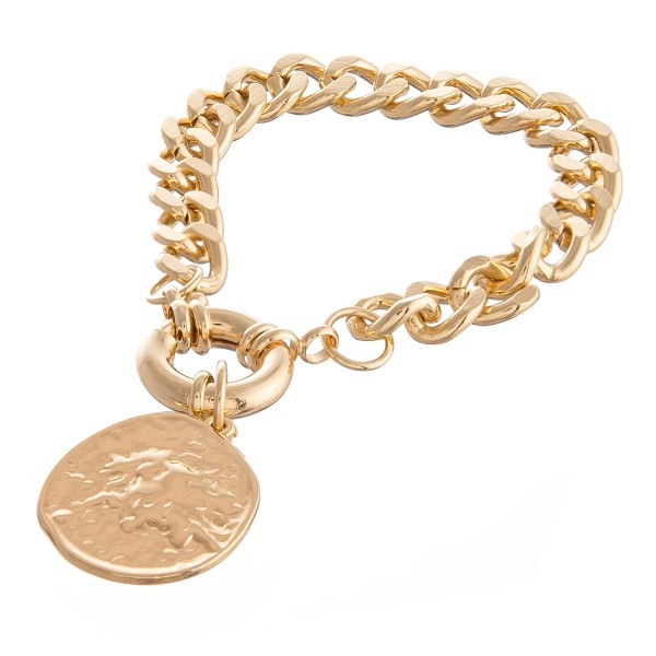 "Curb Chain Link Coin Bracelet in Gold.  - Coin Charm 1""  - Approximately 3"" in diameter - Fits up to a 6"" wrist"
