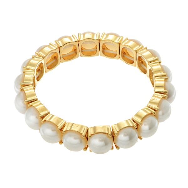 "Pearl Stretch Bracelet in Gold.  - Pearl approximately 9mm - Approximately 3"" in Diameter"