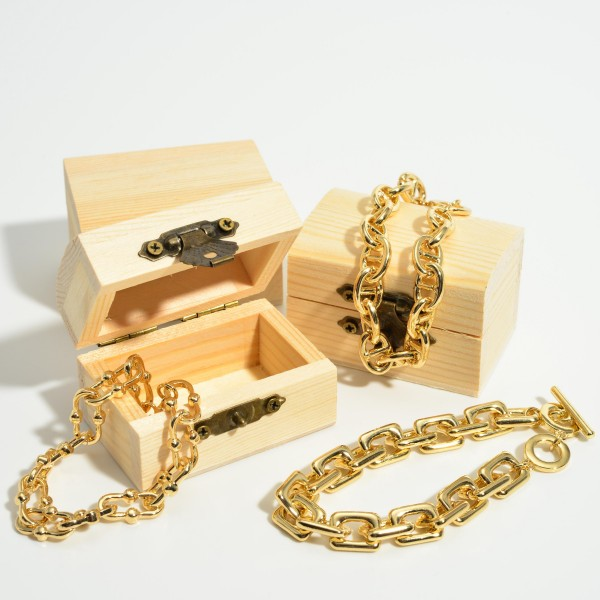 """Gold Chain Link Toggle Bar Bracelet.  - Toggle Bar Clasp - Approximately 3"""" in Diameter"""
