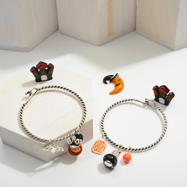 """Silver Metal Bracelet Featuring Halloween Themed Charms.  - Approximately 2.5"""" in Diameter"""
