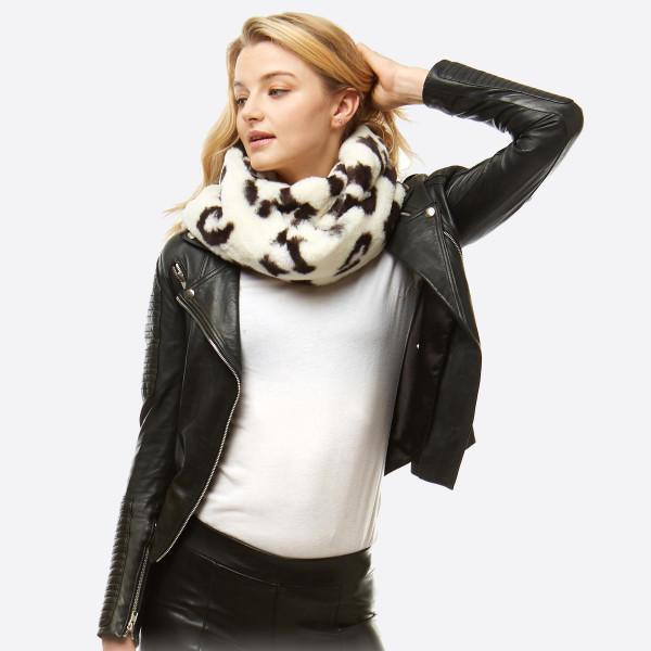 Wholesale faux Fur Leopard Print Infinity Scarf W L Polyester