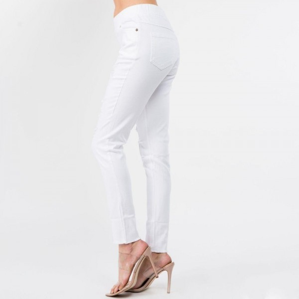Women's Classic White Skinny Denim Wash Jeggings.  - Super Stretchy - Pull up Style  Composition: 76% Cotton, 22% Polyester, 2% Spandex  Pack Breakdown: 6pcs/pack. 2S: 2M: 2L