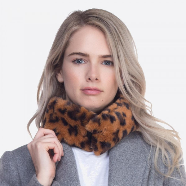 Faux Fur Leopard Print Collar Scarf Featuring Magnetic Closure.  - 100% Polyester