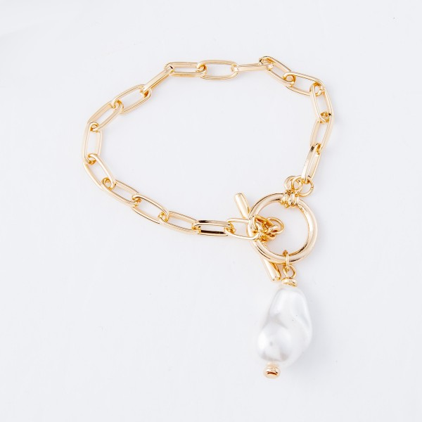 "Baroque Pearl Toggle Bar Chain Link Bracelet in Gold.  - Pearl 1""  - Approximately 3"" in diameter - Fits up to a 6"" wrist"