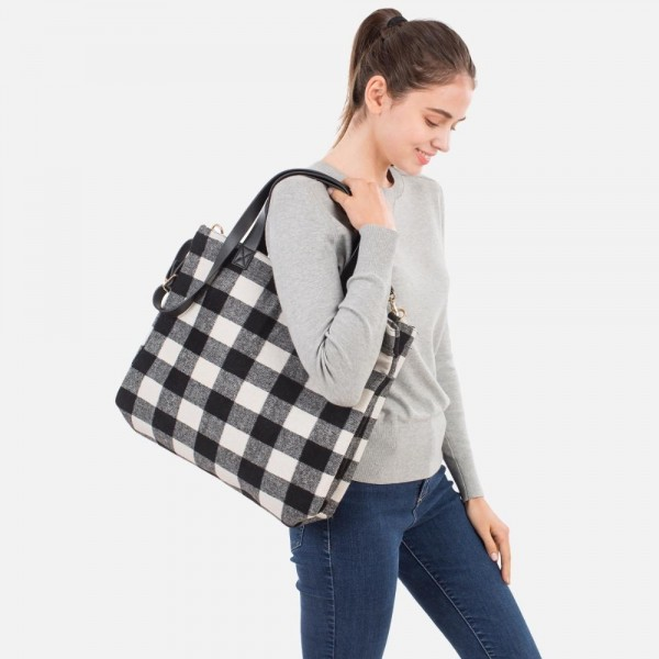 Checkered Tote Bag   -Leather handles -Button closure  -Detachable strap  -100% Polyester