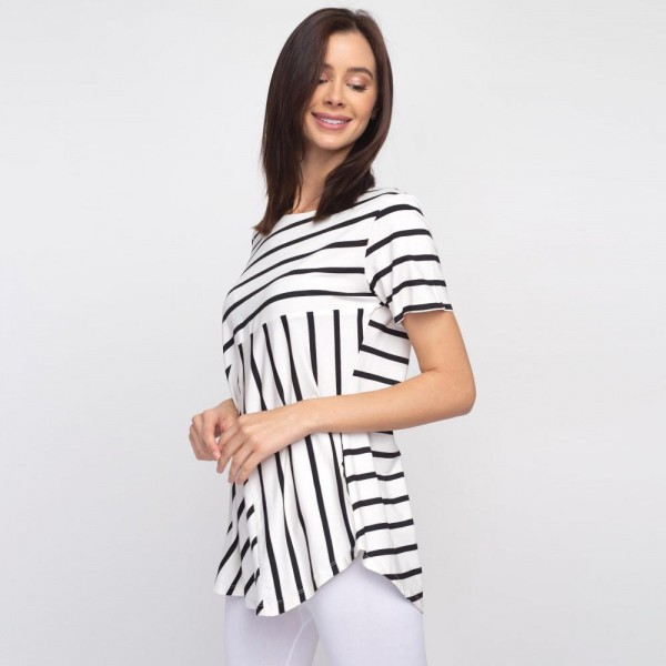 "Striped white and black short sleeve tunic top. Approximately 27"" in length.  - Pack Breakdown: 6pcs / pack  - Sizes: 2S / 2M / 2L  - Composition: 95% Rayon, 5% Spandex"