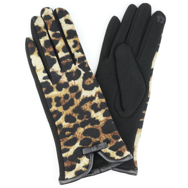Leopard Print Smart Touch Gloves.  - Touchscreen Compatible  - One size fits most - 70% Polyester, 30% Cotton
