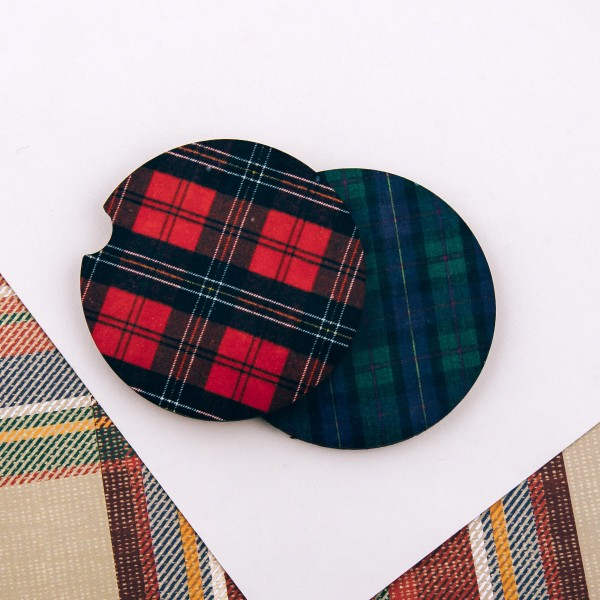"""Plaid print printed car coaster set.   - Pack Breakdown: 2pcs / pack - Approximately 2"""" in diameter - Finger slot for easy removal - Condensation absorbing cork"""