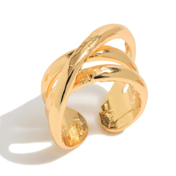 Criss Cross Fashion Ring in Gold.  - One size fits most
