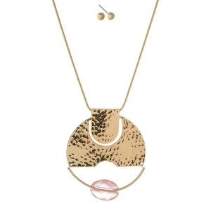 """Gold tone necklace set with a hammered circle pendant and peach faceted bead. Approximately 32"""" in length."""