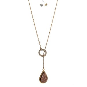 """Gold tone lariat necklace set with a rose gold faux druzy pendant and rhinestone stud earrings. Approximately 18"""" in length."""